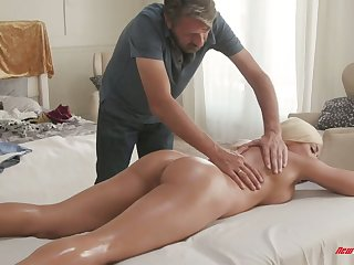 Mouth watering Cuban protest Luna Renown gets her slit nailed on the massage table