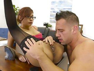 Banging his slutty boss on her chifferobe