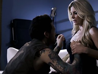 All tattooed trestle penetrates bedraggled pussy of bright blonde nympho India Summer