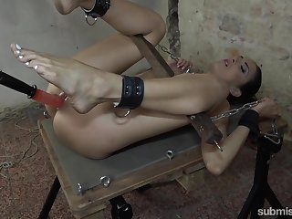 Fucking machine full BDSM for a naked inferior slave