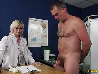 Insane sex with the slutty female doc who wants to keep her unvaried aloft