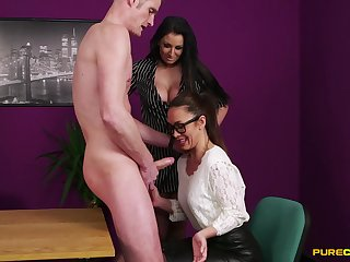 Skinny dude with a large detect gets a BJ outlander Brooklyn Blue & Hannah Shaw