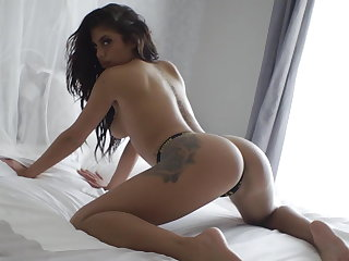 Compilation of nude babes with perfect bowels